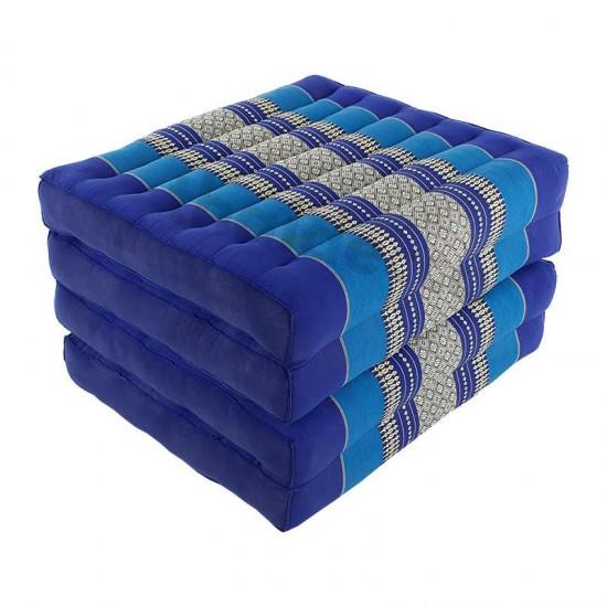 Blå och vit madrass och golvbädd i vikbar blockmodell med måtten 190 x 55 x 10 centimeter