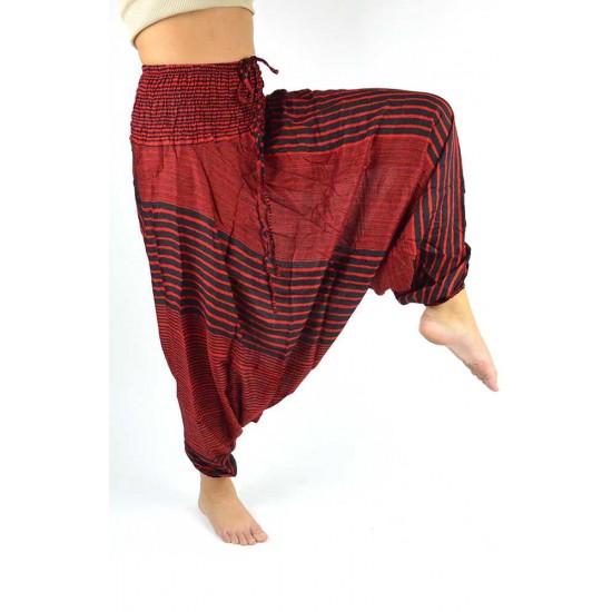 Haremsbyxa för både kvinna och man med design-ränder i färg rödSnygg haremsbyxa för både kvinna och man med design-ränder i färg röd