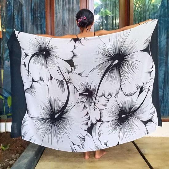Sarong med stort Hibiskus-tryck i vit och svart färg